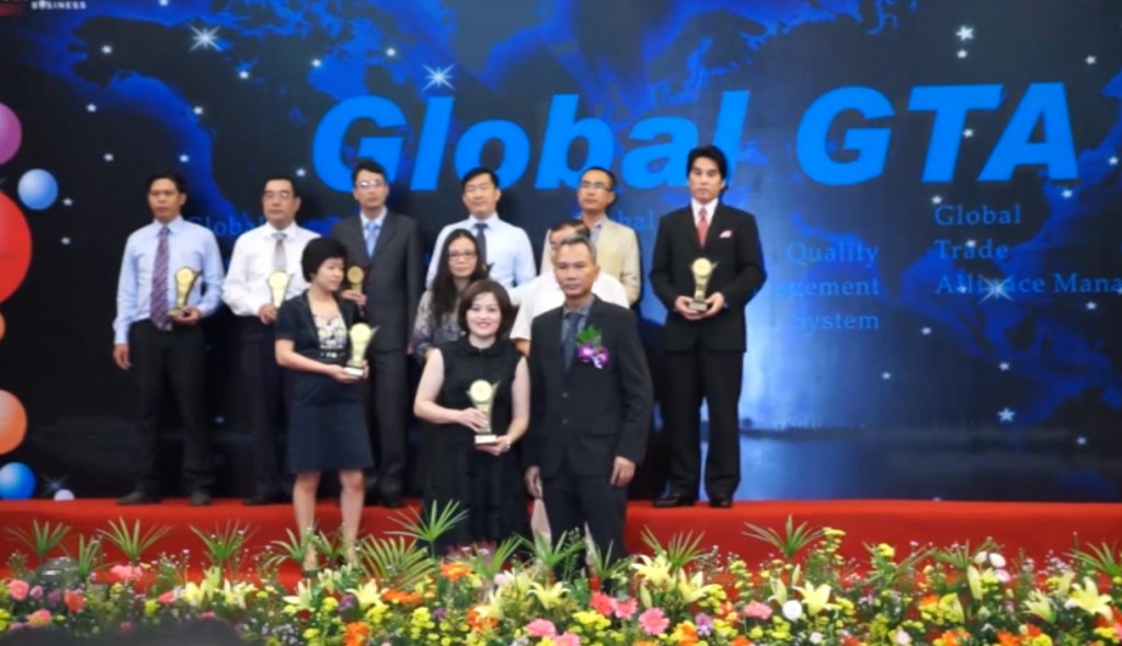 Ms Van Dang - CEO of Savvycom received award